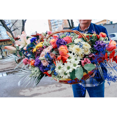"Корзина с цветами  "" Карнавал """